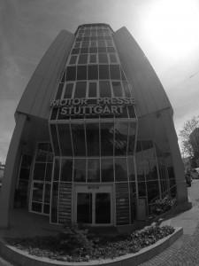 Der Eingang zum Redaktionsgebäude in Stuttgart