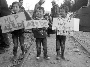Kinder protestieren für eine Öffnung der Grenze